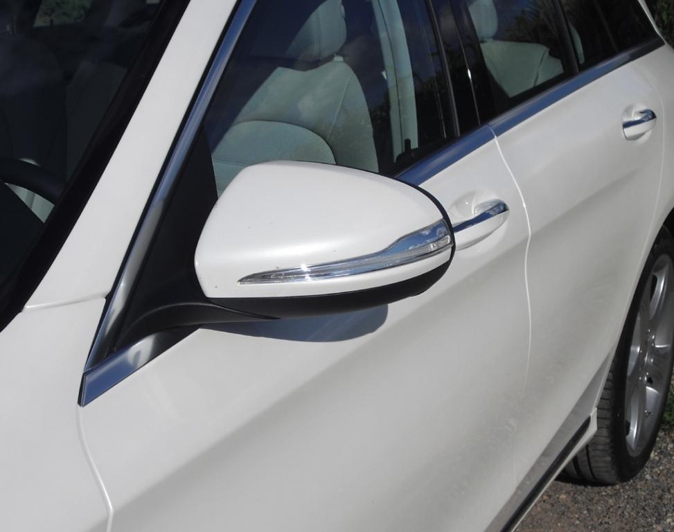 Mercedes C-Klasse T-Modell: In die Außenspiegel sind schmale Blinkstreifen integriert.