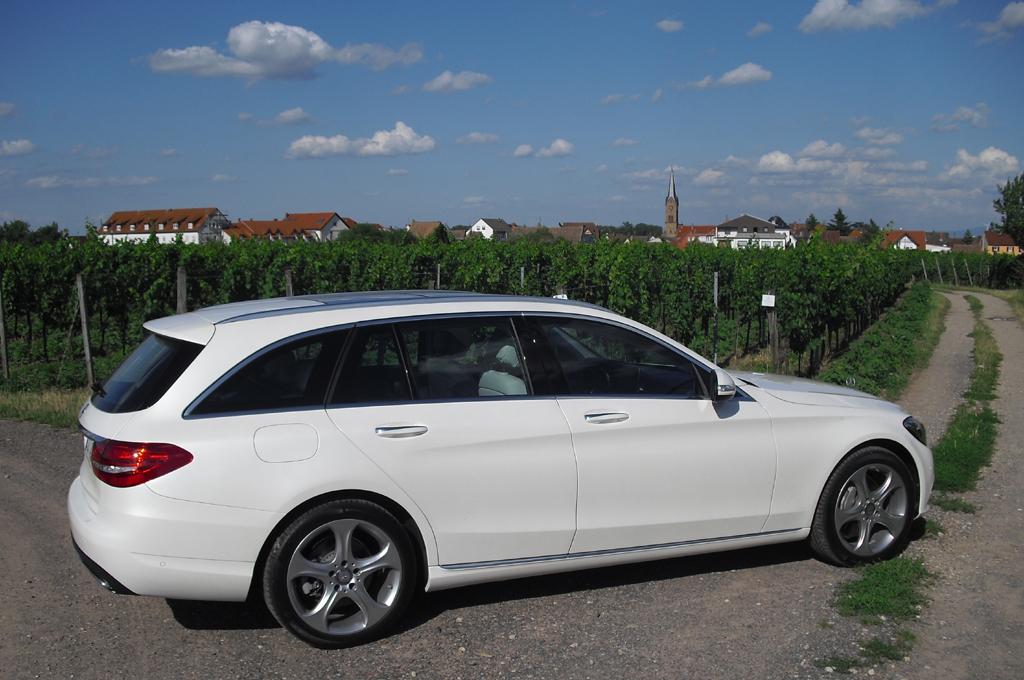 Mercedes C-Klasse T-Modell: So sieht der sportlicher wirkende Kompaktkombi von der Seite aus.