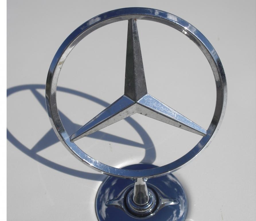 Mercedes C-Klasse T-Modell: Sternenspiel auf der Motorhaube.