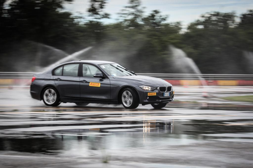 Mit dem BMW 318d auf der Schleuderplatte