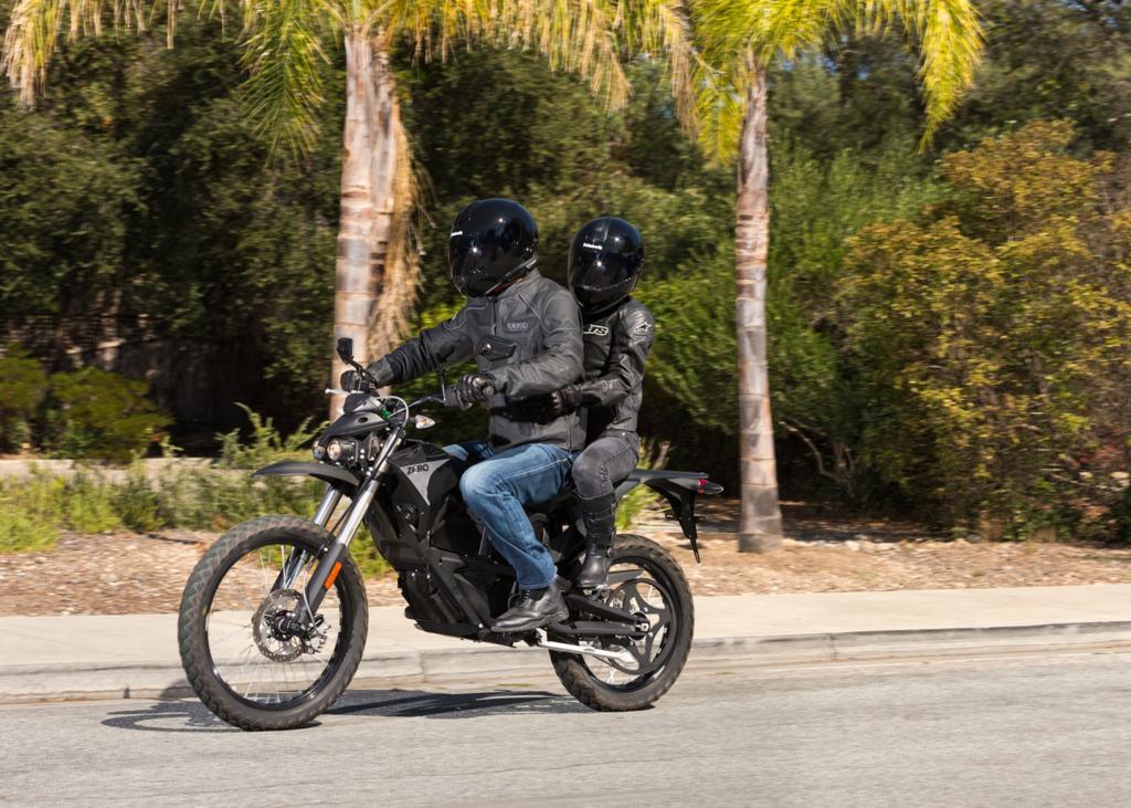 Mit der überarbeitung bietet das Elektro-Motorrad jetzt Platz für zwei