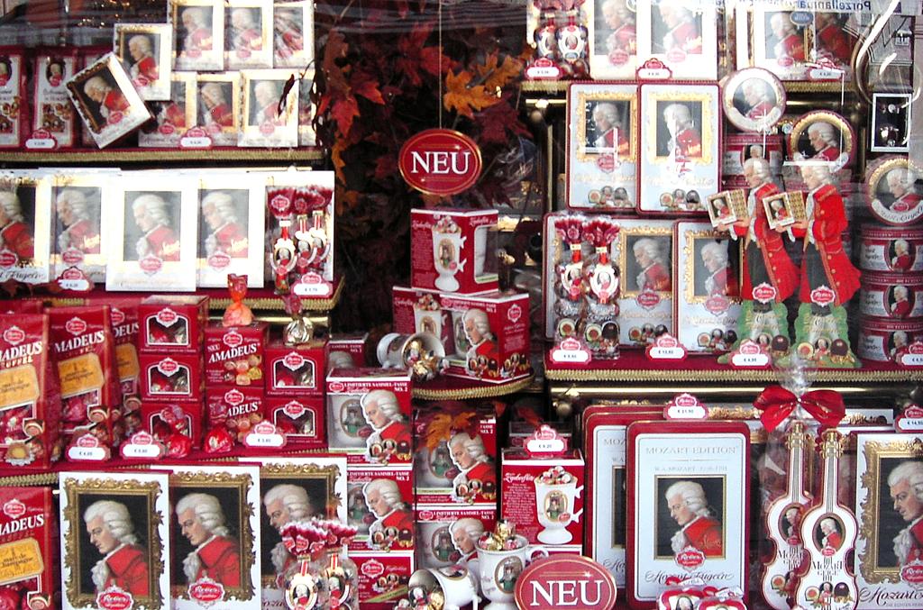 Mozart als Marke und Ware: Schaufenster in Salzburgs Innenstadt.