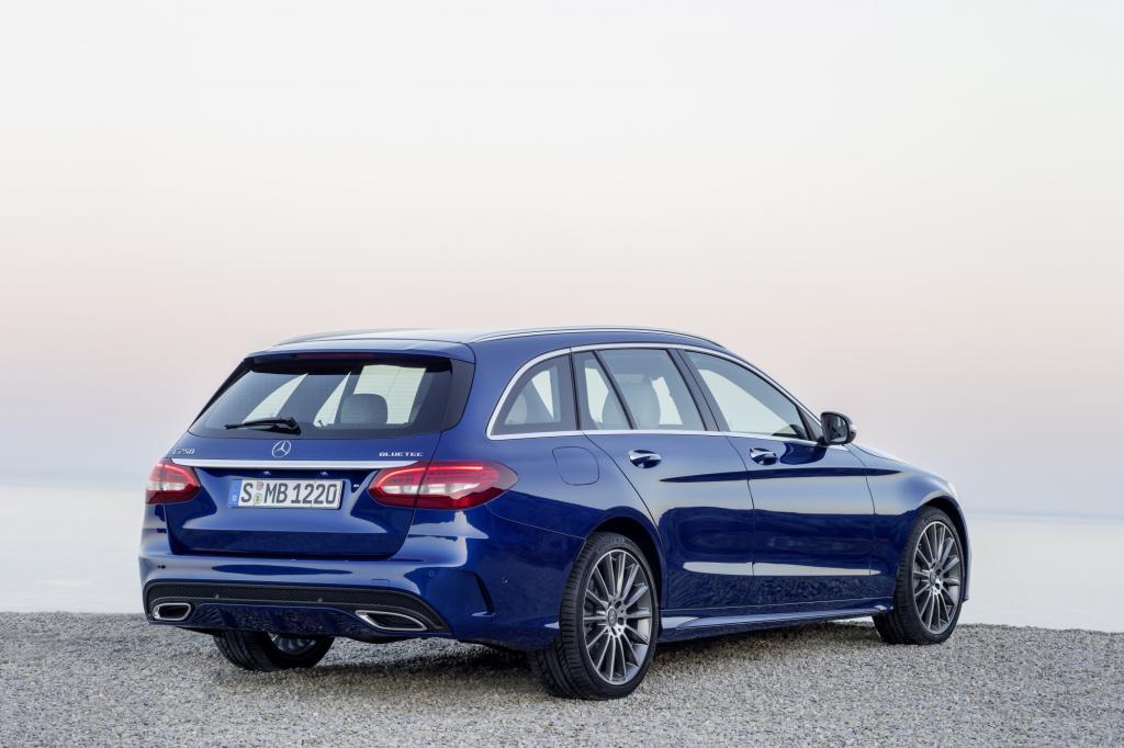 Nach der C-Klasse-Limousine, die ja bereits seit dem Frühjahr auf unseren Straßen unterwegs ist, kommt das T-Modell mit einem um zirka 300 Euro angehobenen Einstiegspreis.