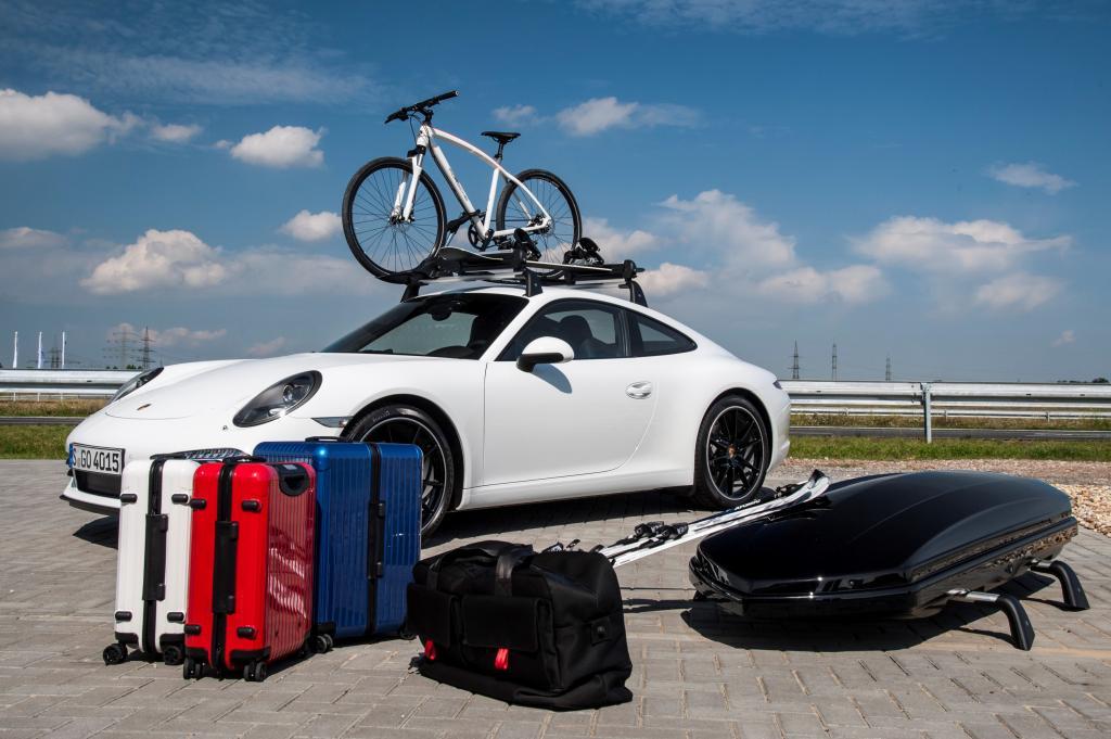 Nein, das komplette abgebildete Gepäck geht nicht auf einmal in den 911 (zumindest nicht, wenn noch jemand mitfahren möchte)- aber Teile davon