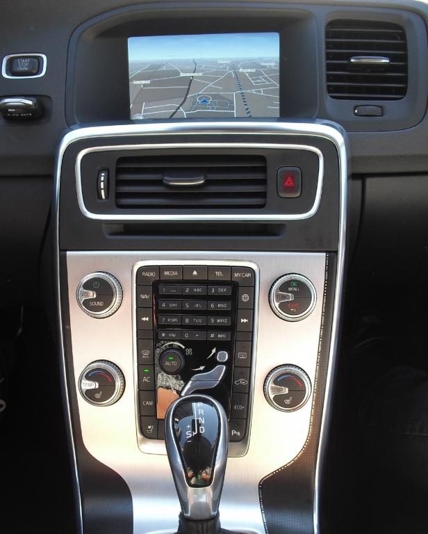 Nicht mehr lange: Die freischwebende Mittelkonsole hat bei Volvo bald ausgedient.