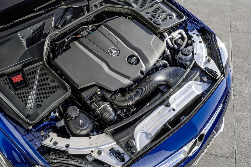 Nicht zuletzt weil die C-Klasse dank eines Aluminiumanteils von 49 Prozent bei der Karosserie um 65 Kilogramm abgespeckt hat, ist der Verbrauch im Schnitt um rund 20 Prozent gesunken.