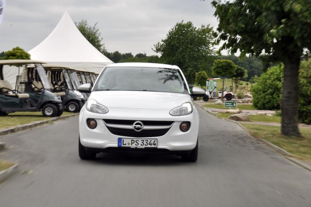 Nur der Motor - noch von der alten EcoFLEX-Garde - muss mit Drehzahl bei Laune gehalten werden, sodass sich der Fahrer zwischen Spaß oder Sparen entscheiden muss.