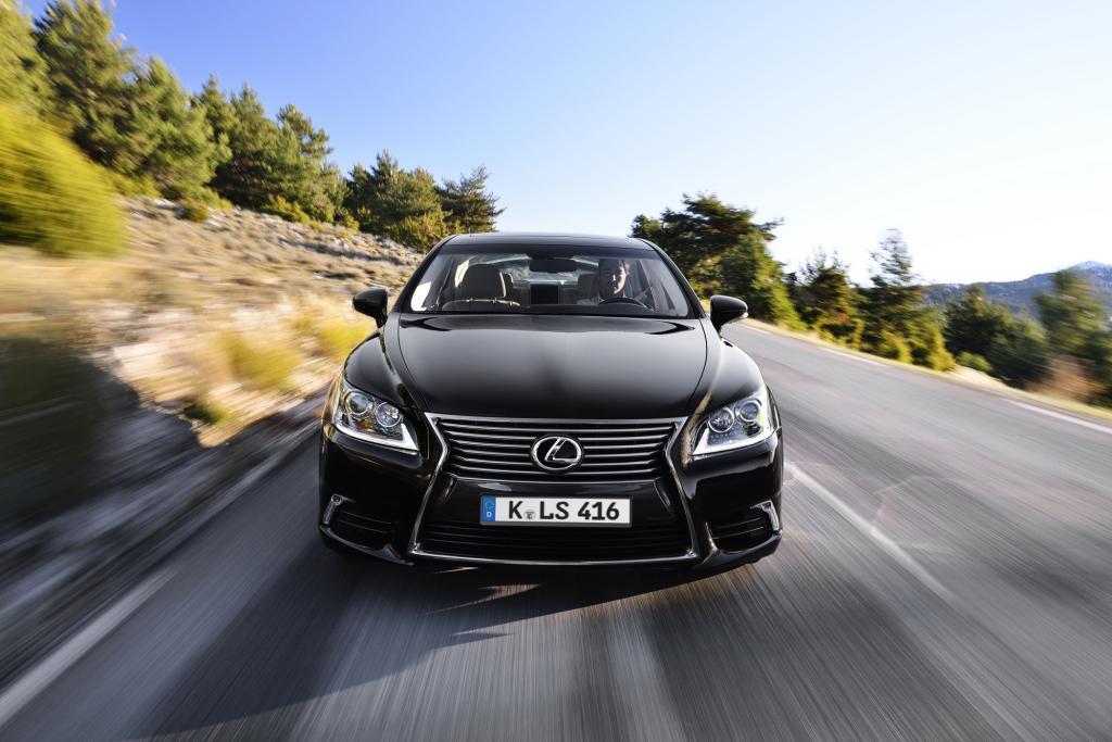 Obwohl die Japaner den LS mit zwei Radständen und Hybridantrieb anbieten, wollen deutsche Kunden nicht so richtig an die mindestens 5,09 Meter lange Limousine ran.