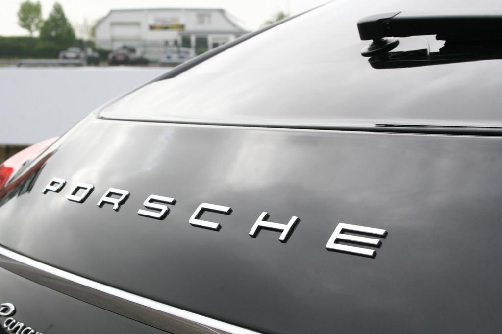 Porsche steigert Auslieferungen um acht Prozent