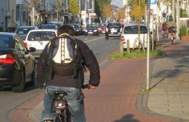Radler: Vorsicht beim Wechsel von Radweg auf Straße