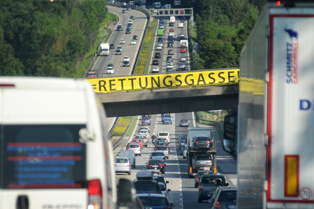 Ratgeber: Fahren im Stau - Ständiger Spurwechsel bringt nichts