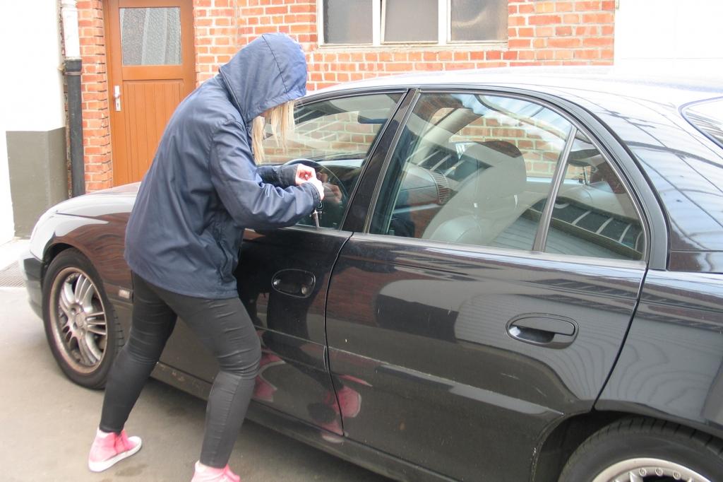 Schnelles Handeln beim Autodiebstahl gefordert