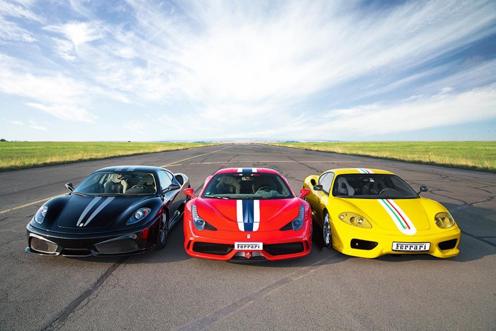 Schwarz-rot-goldene Gratulation von Ferrari
