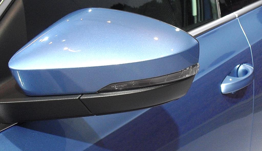 Skoda Octavia Scout: In die Außenspiegel sind schmale Blinkleisten integriert.