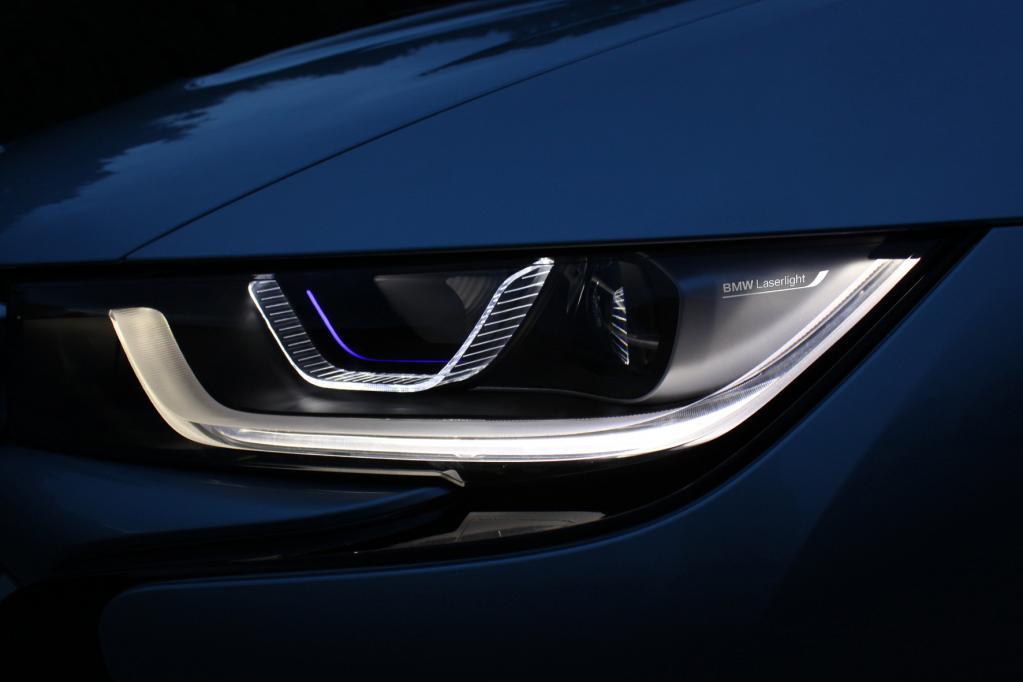 Sportwagen: Leuchtstarkes Laserlicht sichert Weitsicht.