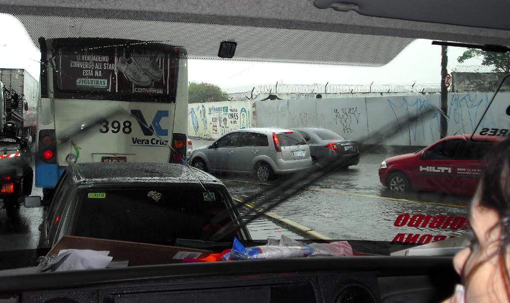 Staus, überflutete Straßen: Szene aus Recife zuletzt beim heftigen Tropenregen.