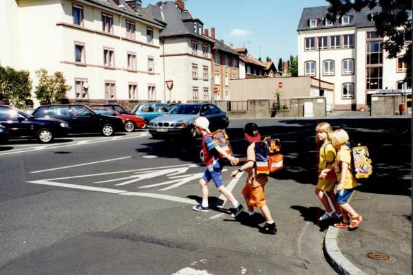 Straenverkehr: Tipps fr den sicheren Schulweg
