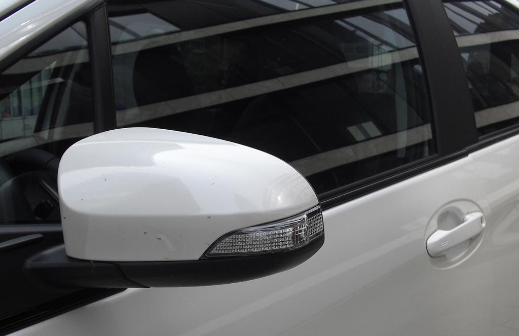 Toyota Yaris: In die Auenspiegel sind Blinkblcke integriert.
