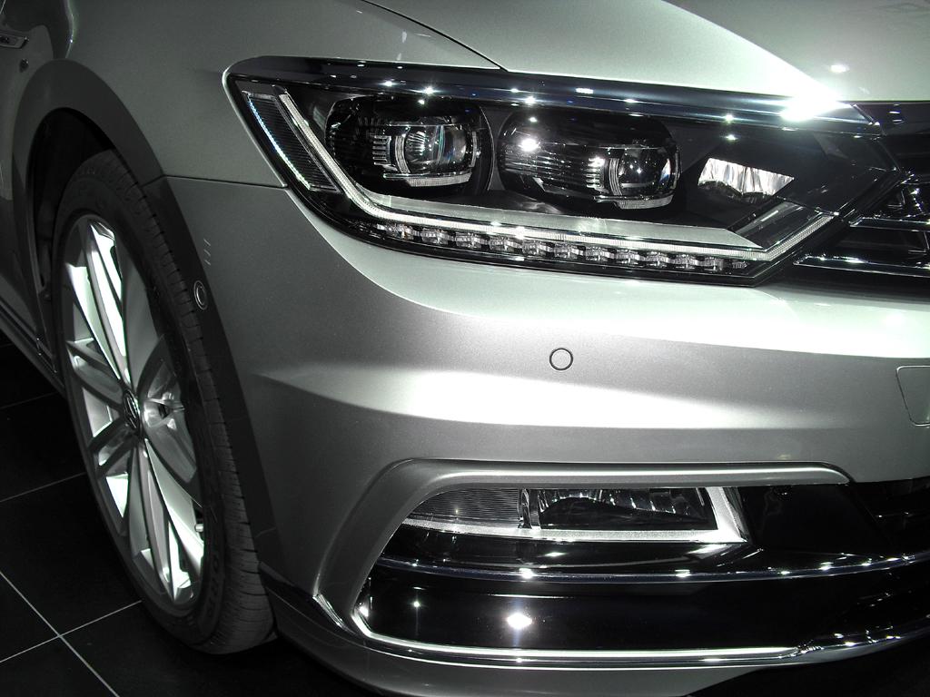 VW Passat: In der höchsten Ausstattungsstufe sind LED-Scheinwerfer Serie.