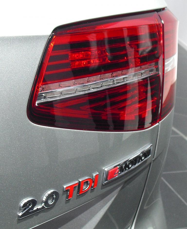 VW Passat: Neu ist ein 2,0-Liter-Vierzylinder-Biturbodiesel mit 176/240 kW/PS.