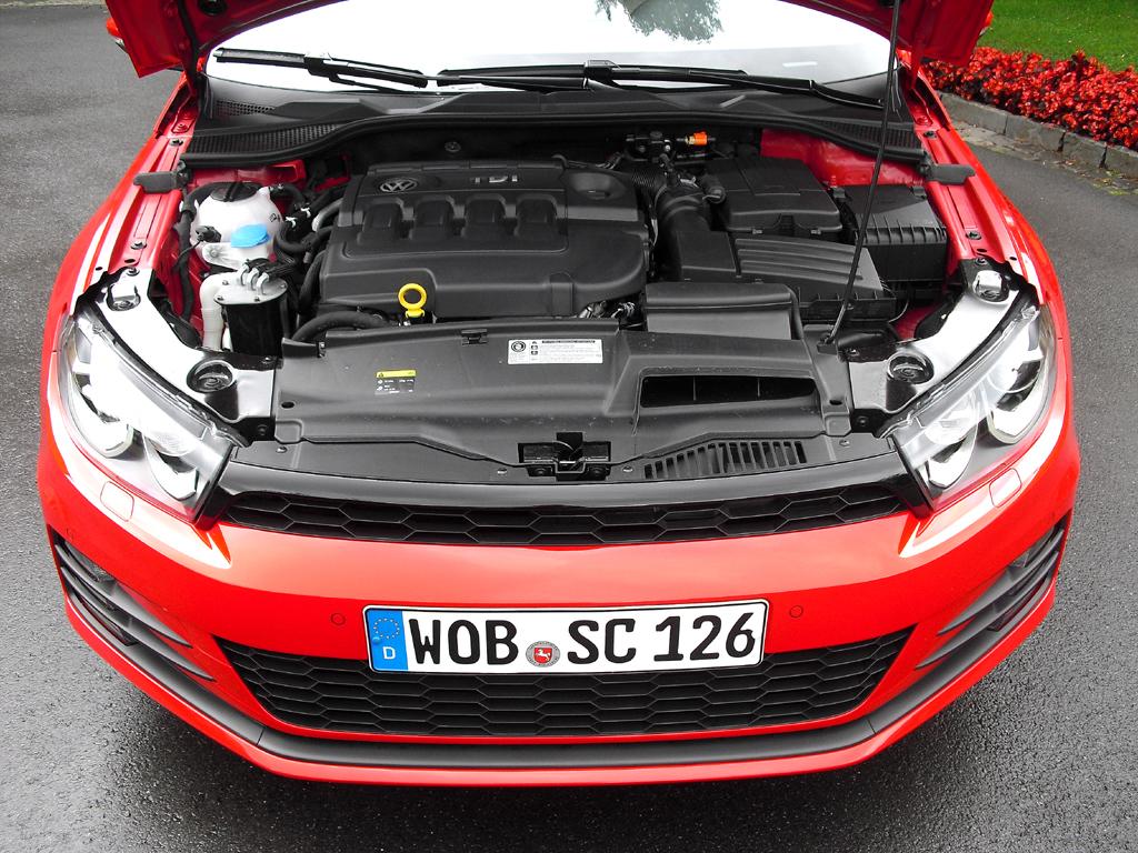 VW Scirocco: Blick unter die Haube auf einen der beiden 2,0-Liter-Turbodiesel.