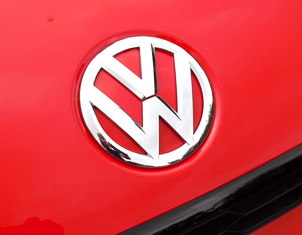 VW Scirocco: Das Markenlogo sitzt vorn auf der Motorhaube.