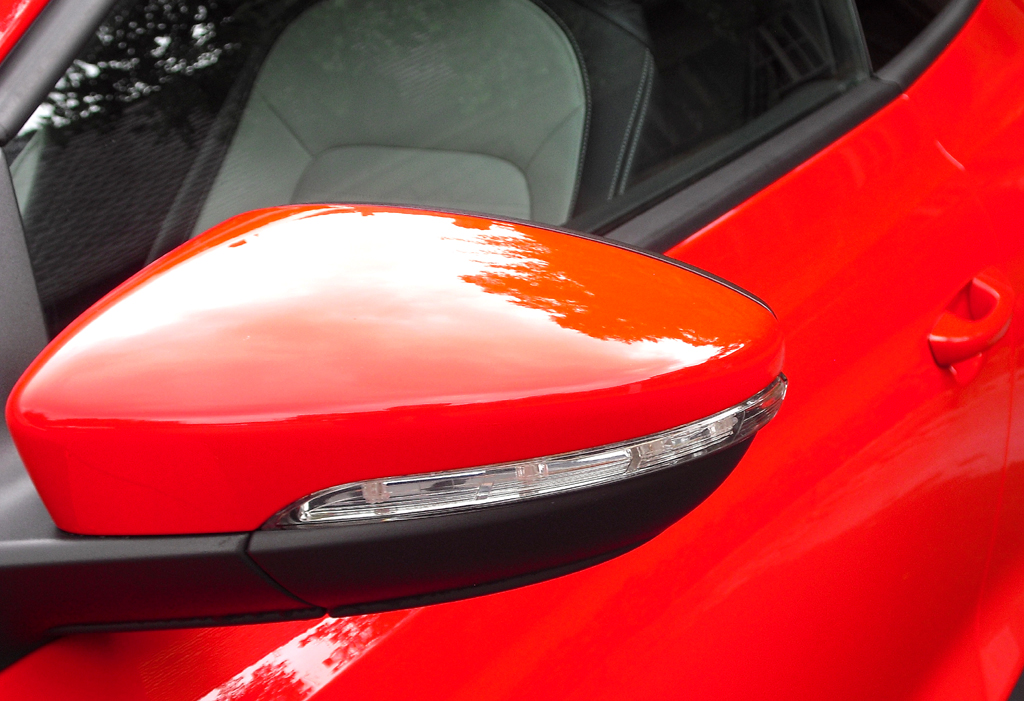 VW Scirocco: In die Außenspiegel sind schmale Blinkstreifen integriert.