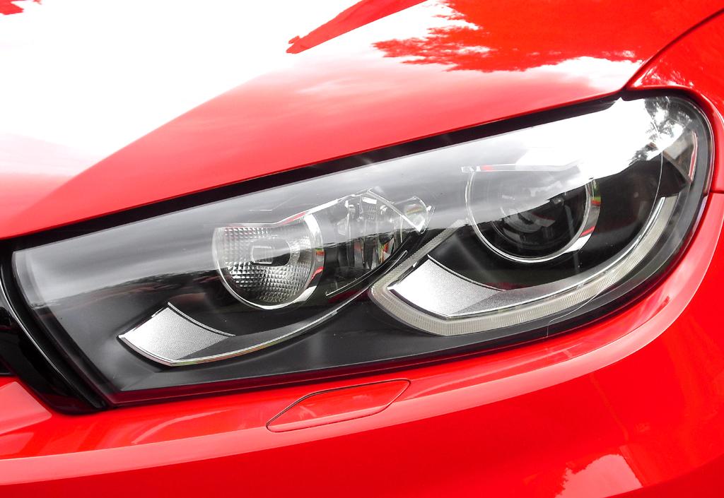VW Scirocco: Moderne Mandelaugen-Leuchteinheit vorn.