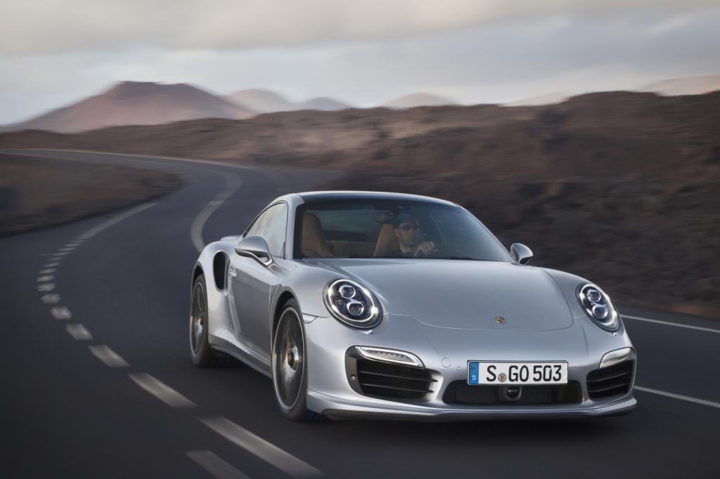 Wie Achterbahn fahren mit Sicherheitsgurt kann sich eine Fahrt im 911 Turbo entfalten
