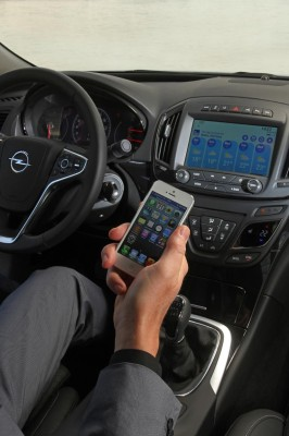 Infotainment lenkt Autofahrer ab