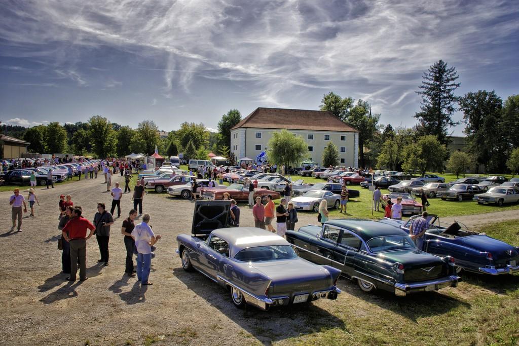 Über 130 historische Cadillac in Österreich