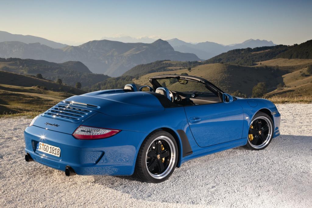 Auch ein Boxer braucht Platz: Hier das breite Heck des Porsche 911 Speedster von 2010