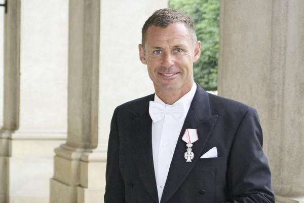 Audi-Rennfahrer zum Ritter ernannt