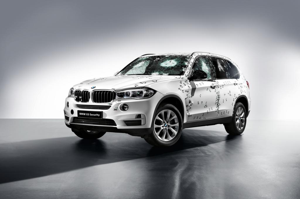 BMW hat einen gepanzerten X5 Security Plus entwickelt und enthüllt das SUV Ende August passenderweise auf der Moskau Motorshow (26. – 29. August).