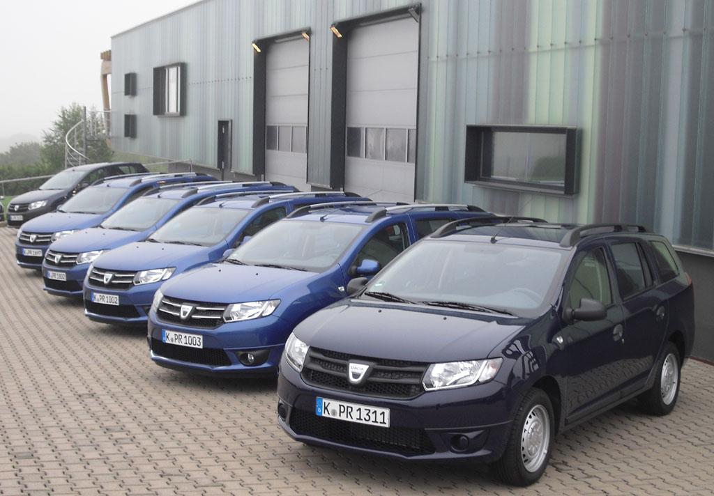Dacia-Parade mit dem Kombi Logan MCV.