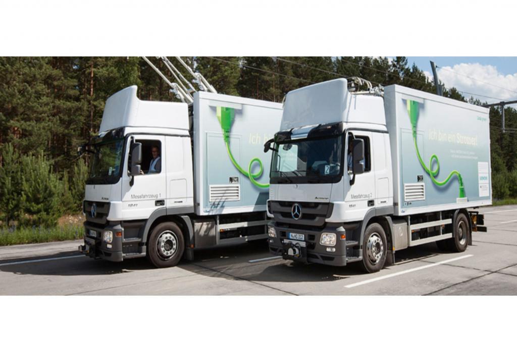 Den Trucks werden dazu neuartige Stromabnehmer verpasst, die automatisch am Fahrdraht andocken. Treten die Brummi-Fahrer auf die Bremse, wird die Bremsenergie als elektrischer Strom wieder in die Oberleitung zurückgespeist.