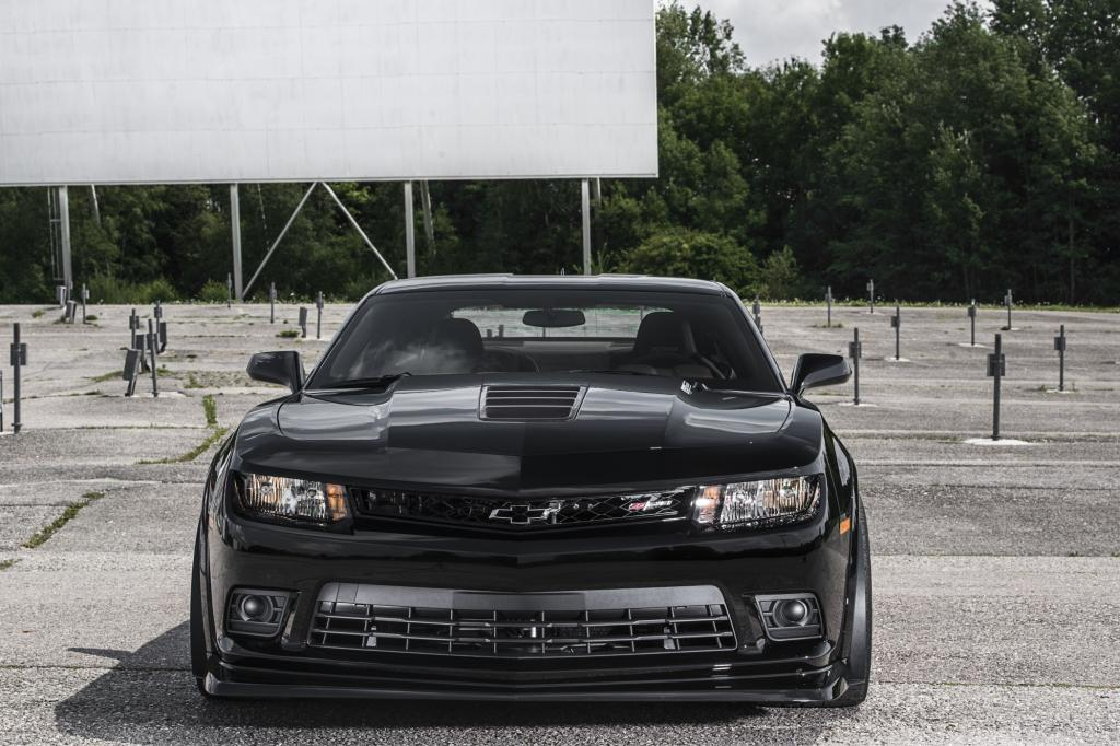 Der Chevrolet Camaro kommt mit seinem üppigen Siebenliter-V8-Herz auf 373 kW/507 PS und 637 Nm Drehmoment.