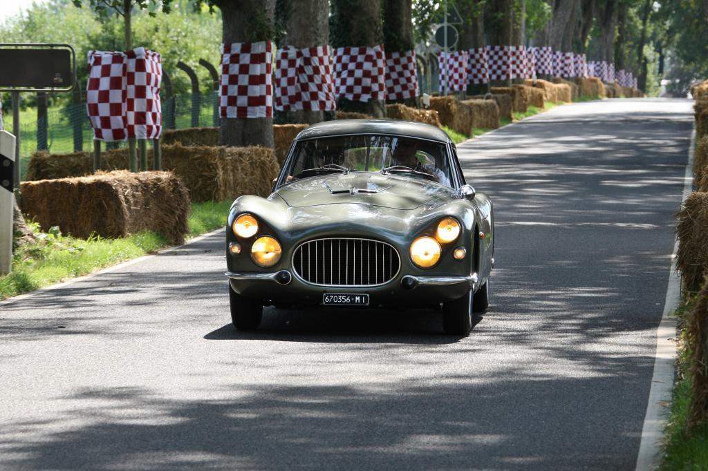 Der Fiat 8V während der Classic Days auf Schloss Dyck