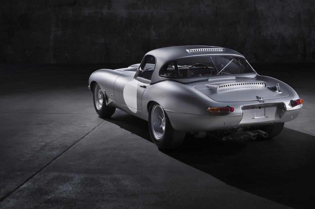 """Der erste Prototyp des neuen E-Type Lightweight-Edition, als unverkäufliches Exemplar ohne Chassisnummer """"Car Zero"""" genannt, wird am 14. August zur Eröffnung der Oldtimer-Veranstaltung in Pebble Beach präsentiert"""