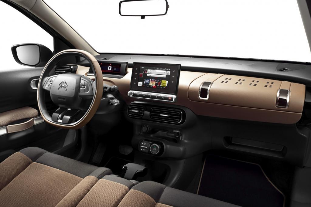 Die breiten Sitze erinnern eher an Omas Sofa oder an die im nicht mehr erhältlichen Nissan Cube.