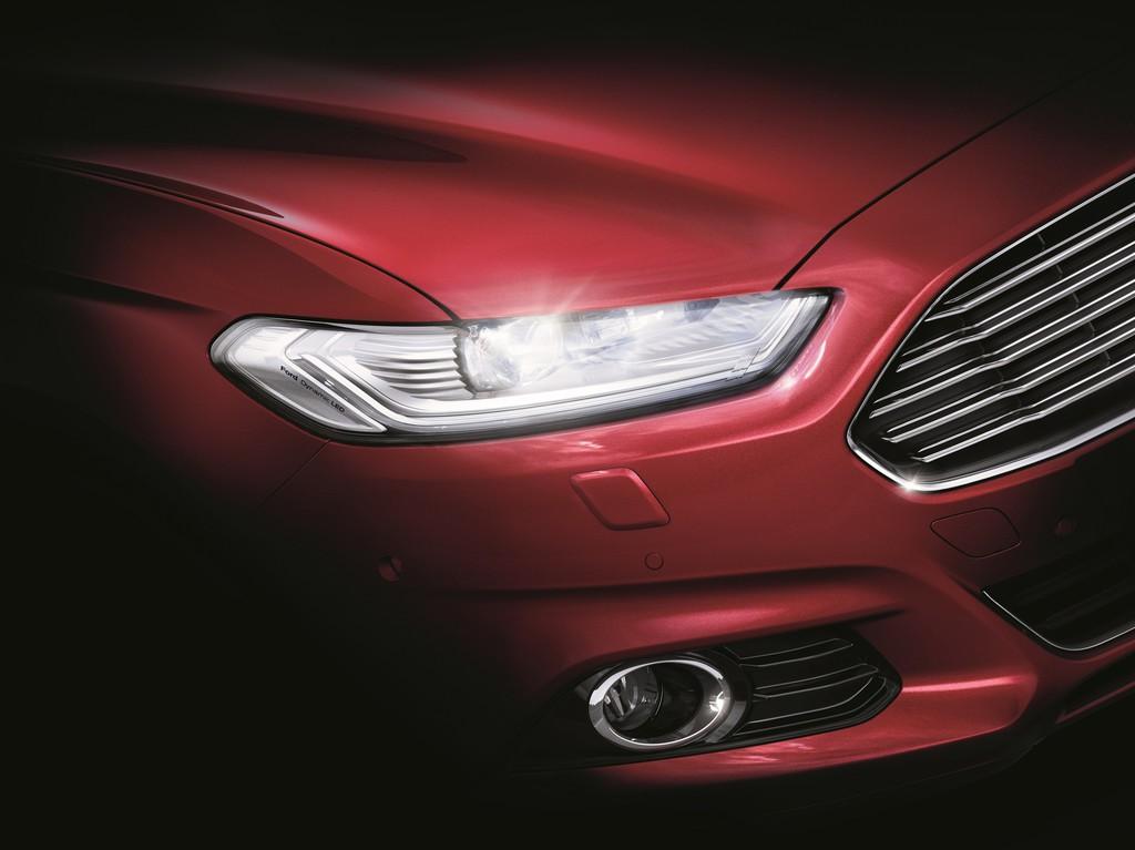 Ford Mondeo mit adaptiven LED-Frontscheinwerfern