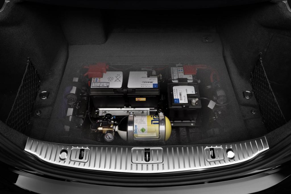 Frischluftanlage im Kofferraum, die vor Giftgas-Angriffen schützen soll.