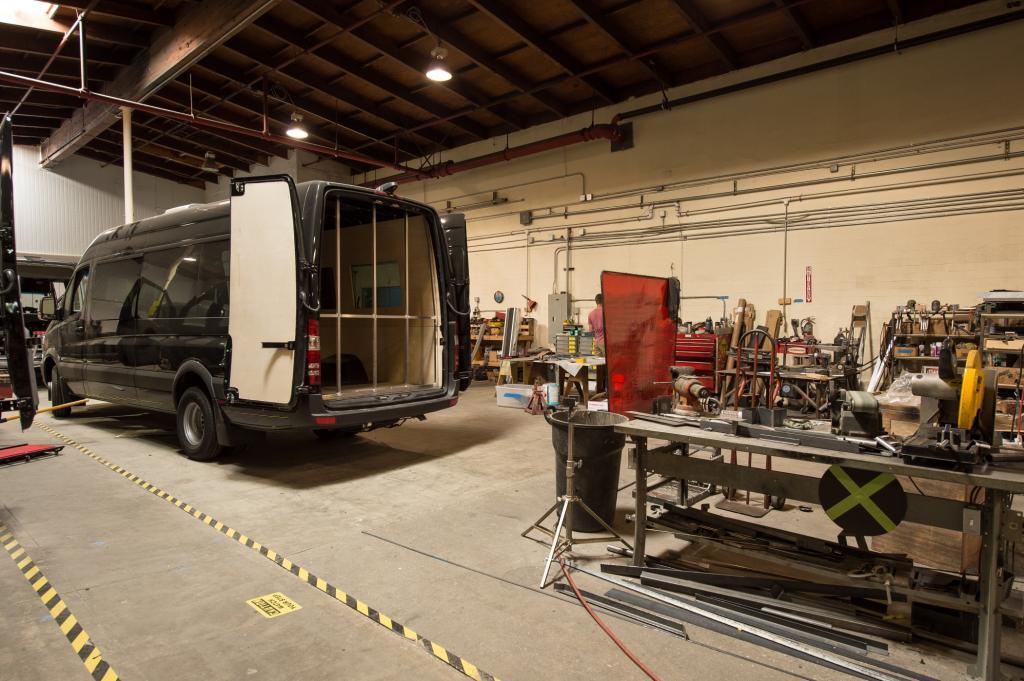 Gebaut wurder der Frisiersalon hier: bei Automotive Design & Fabrication