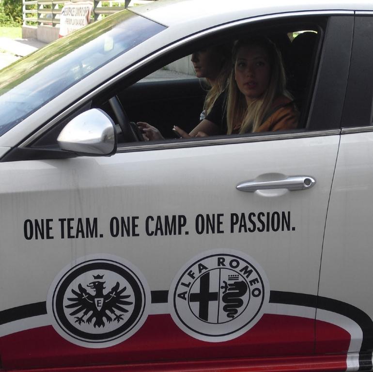 Gemeinsame Alfa-, Eintracht- und Bardonecchia-Leidenschaft: One Team. One Camp. One Passion.