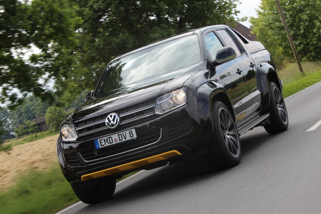 """Hinter der Wuchtbrumme mit dem ziemlich passenden beinahmen """"V8 Passion"""" steht der Fahrzeugbauer Dirks aus Emden, der mit immerhin 1.500 Mann für VW sonst an fast allen Konzernstandorten Behörden- und Einsatzfahrzeuge auf- oder umbaut."""