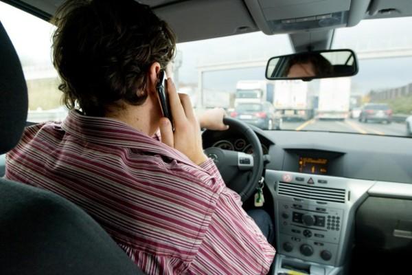 In Europa fast überall Telefonieren am Steuer verboten
