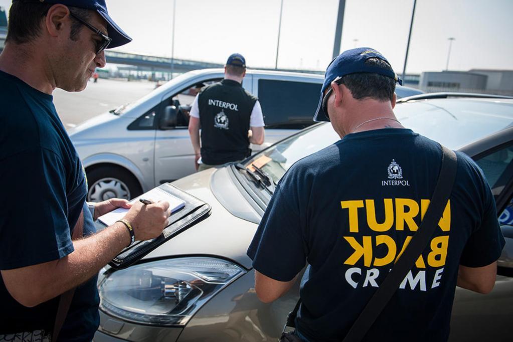Interpol jagt Autoschmuggler