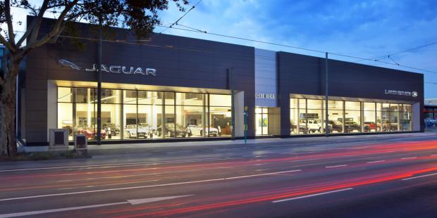 Jaguar Land Rover tritt neu auf