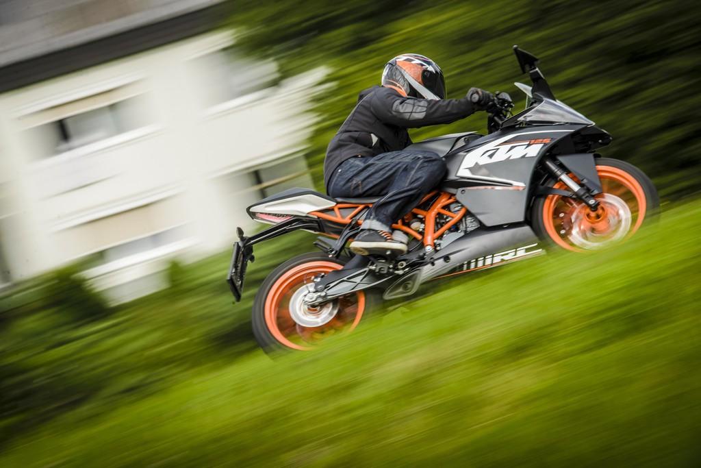 KTM RC 125 kommt serienmäßig mit ABS