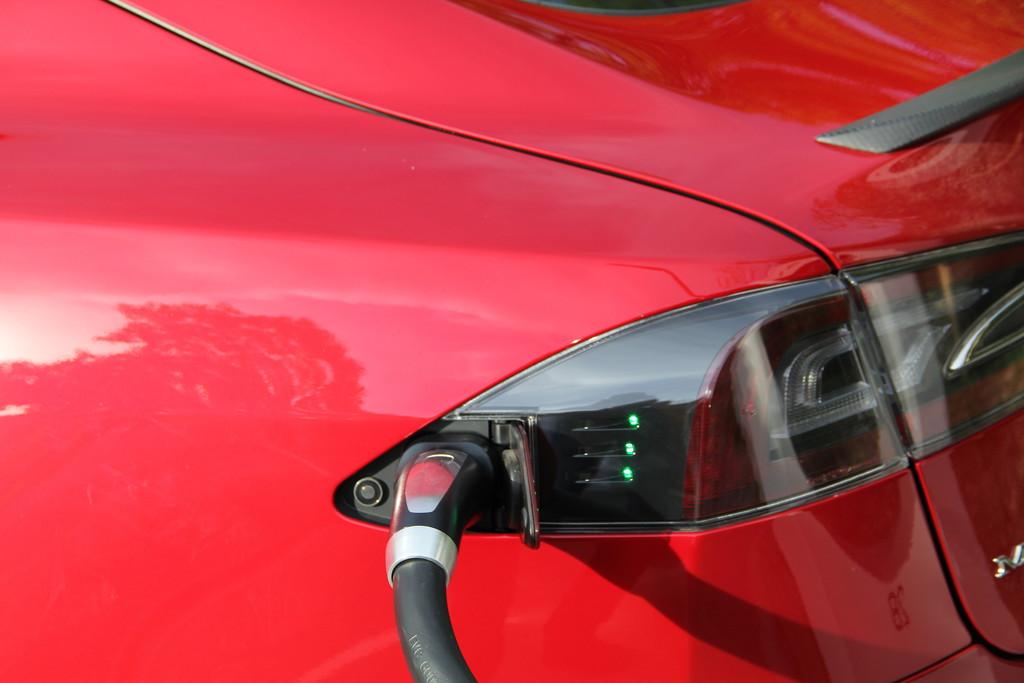 Kurztest Tesla Model S 85 Performance: Ein faszinierendes Angebot
